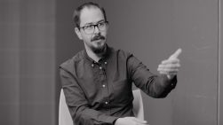 """Jorge Camacho: """"Los diseñadores deberíamos tener una alfabetización relacionada con el poder"""""""